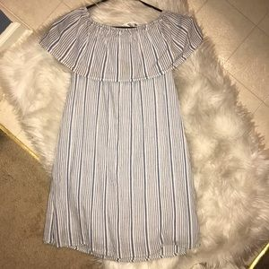 Dresses & Skirts - Off shoulders dress.  Great used condition. 4-6 sz